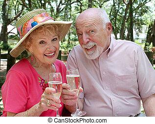 ältere, toasten, glücklich