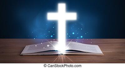 Öffne heilige Bibel mit leuchtendem Kreuz in der Mitte.