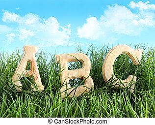 ABC-Briefe im Gras