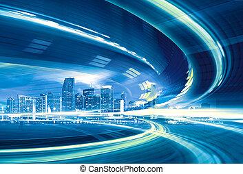 Abstract Illustration einer städtischen Autobahn, die in die moderne Stadt Innenstadt geht, Geschwindigkeit Bewegung mit bunten Lichtpfade.