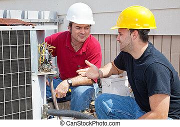 AC-Techniker reden über Problem