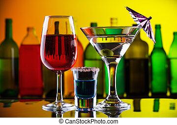 Alkoholgetränke und Cocktails in der Bar