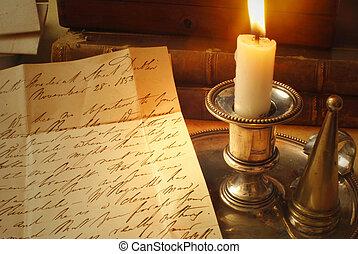 Alte Buchstaben und Kerze