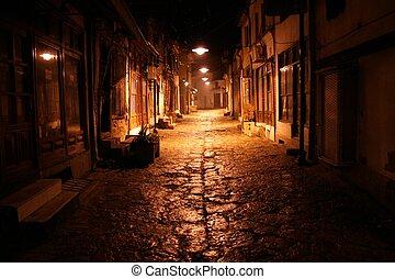 Alte Straße in der Nacht