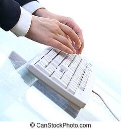Arbeite an der Tastatur.