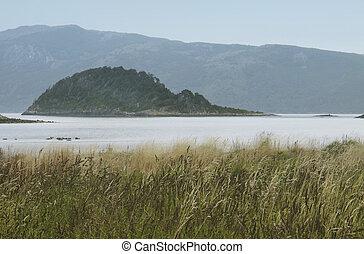 Argentinien Landschaft mit See und Bergen
