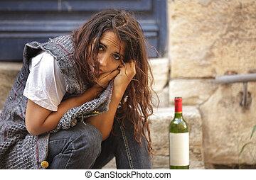 Arme betrunkene Frau