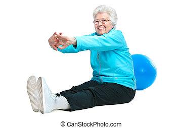 Attraktive ältere Frau im Fitnessclub