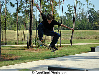 Aufsteigender Teenager-Skater