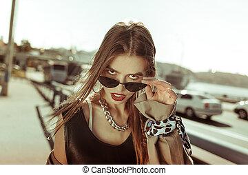 aus, provozierend, nehmen, gut aussehend, überblicken, m�dchen, brille