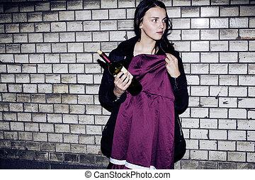 Bad Nachbarschaft Einfluss Konzept: Lifestyle Teenager mit Alkoh.