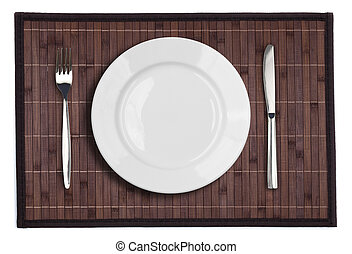 Bambus-Placemat mit Tellergabel und Messer auf weiß.
