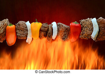 Barbecue-Kabob über Feuer