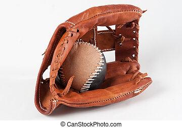 Baseballhandschuh mit Ball.