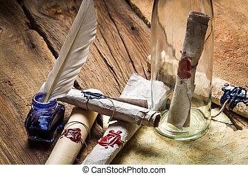 Bereite vor, antike Briefe in einer Flasche zu schicken