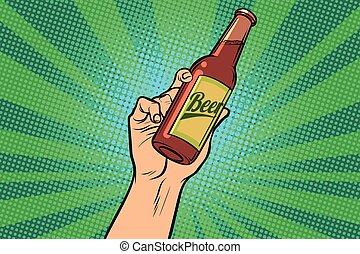 Bierflasche in der Hand