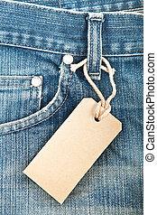 Blaue Jeans mit Papierlabel