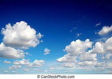 Blauer Himmel mit Baumwolle wie Wolken