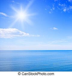 Blauer Himmel und Ozean