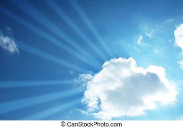 Blauer Himmel und Sonne scheinen durch die Wolke