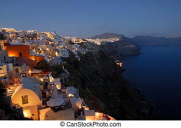 Blick über Oia bei Sonnenuntergang, Insel Santorini, Greece.