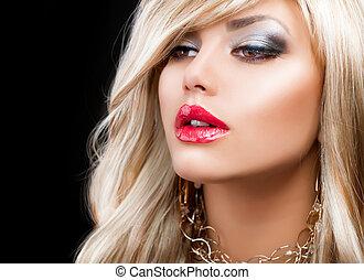 Blondes Modefrauenporträt. Blonde Haare