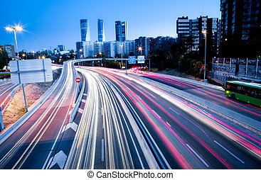 Blurred Heckleuchten und Ampeln auf der Autobahn.