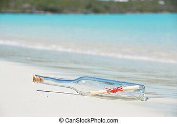 Bottle mit einer Nachricht am Strand