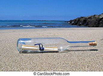 Bottle mit einer Nachricht am Wüstenstrand von Tenerife Island.