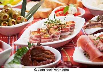 Brötchen und andere Antipasto-Essen