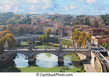 Brücke und Tiber River in Rom.