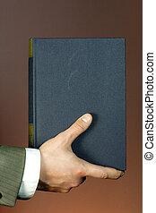 Buch in der Hand