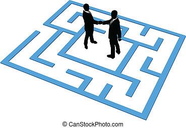 Business-Leute-Team finden Verbindung in Labyrinth.