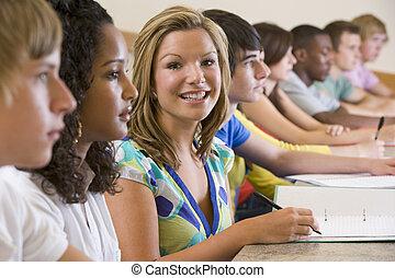 College-Studenten in einer Vorlesung