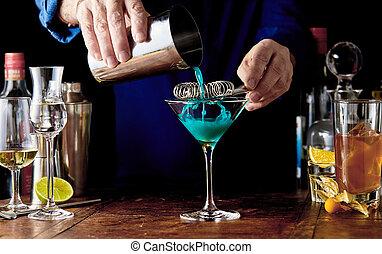 curacao, blaues, vorbereiten, cocktail, barmann