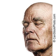 Das Gesicht eines älteren Mannes über dem weißen Hintergrund