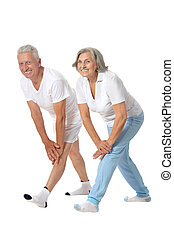 Das Seniorenpaar trainiert.