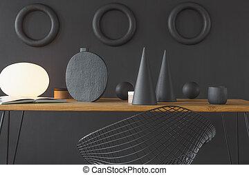 Dekorationen auf dem Tisch.