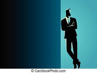 Der Geschäftsmann lehnt sich in dunklen Leere.