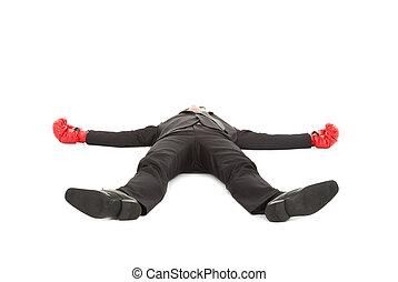 Der Geschäftsmann wurde mit Boxhandschuhen geschlagen und auf den Boden gelegt.