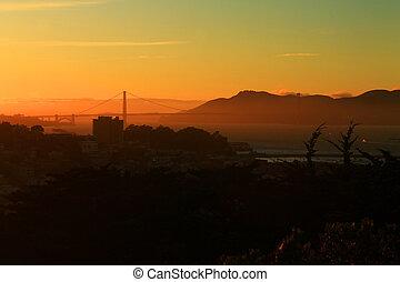 Der Sonnenuntergang am goldenen Tor.