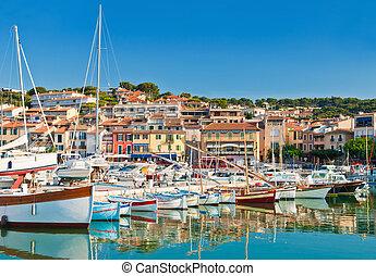 Die Küstenstadt der Cassis in der französischen Riviera