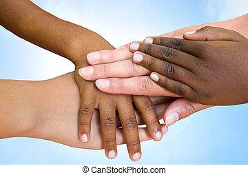 Die Menschheit schließt sich den Händen.