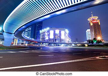 Die moderne Stadt in der Nacht in Shanghai