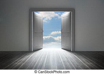 Die Tür zeigt leuchtenden blauen Himmel