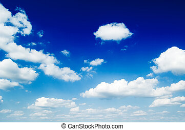 Die Wolken am blauen Himmel.