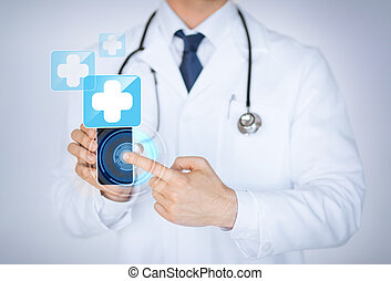 Doktor hält Smartphone mit medizinischer App
