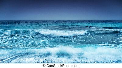 Dramatische, stürmische Meereslandschaft.