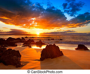 Dramatischer vibrierender Sonnenuntergang in Hawaii