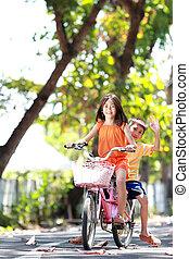 Draußen Fahrrad fahren